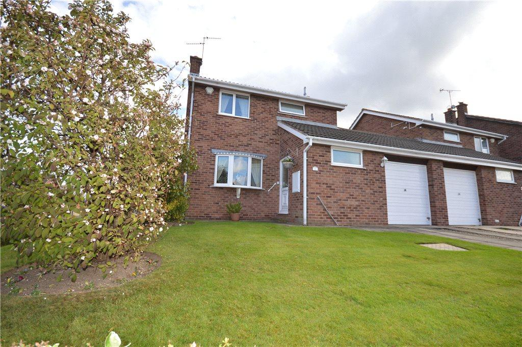 3 Bedrooms Link Detached House for sale in Lea Park Gardens, Leeds, West Yorkshire