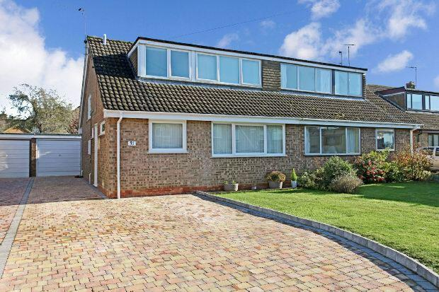 3 Bedrooms Semi Detached House for sale in Cotsmore Close, Moreton-in-marsh
