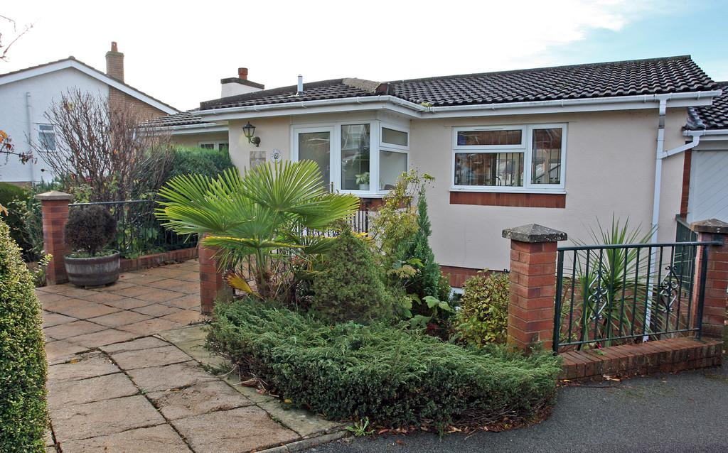 3 Bedrooms Detached House for sale in Ffordd Naddyn, Glan Conwy, North Wales