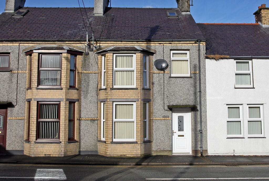 3 Bedrooms Terraced House for sale in Holyhead Road, Llanerchymedd, North Wales