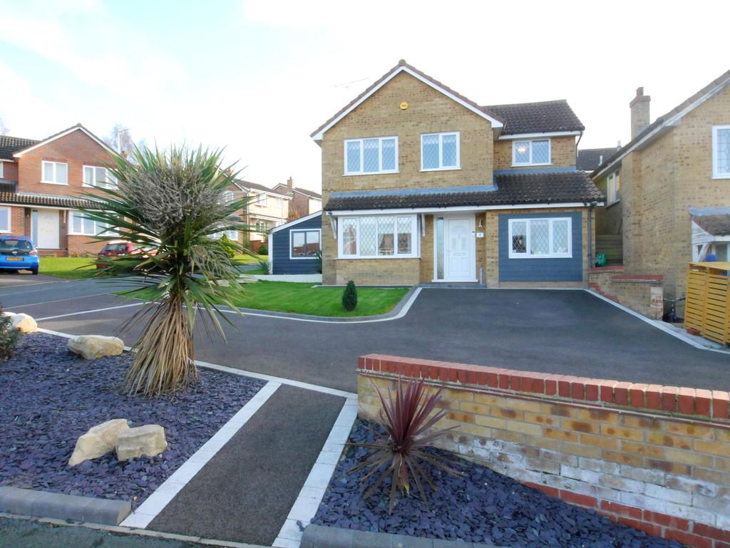 4 Bedrooms Detached House for sale in 2 Bourchier Close, Hadleigh, Ipswich, Suffolk, IP7 5SS