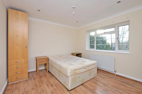 1 bedroom house share to rent - Frimley Road, Camberley
