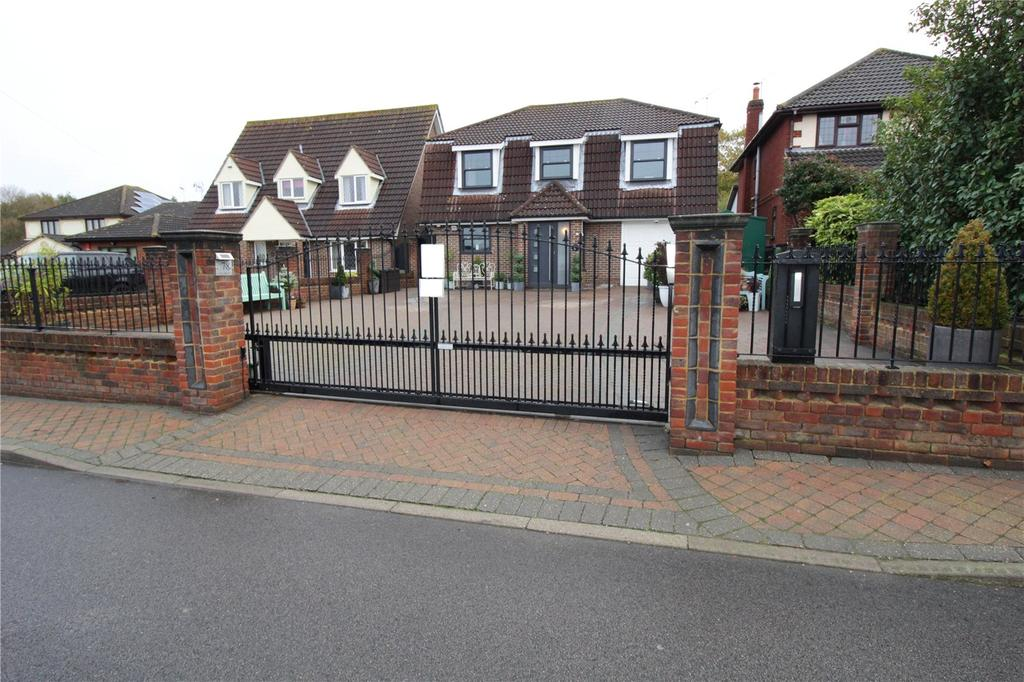 4 Bedrooms Detached House for sale in Pound Lane, Laindon, Essex, SS15