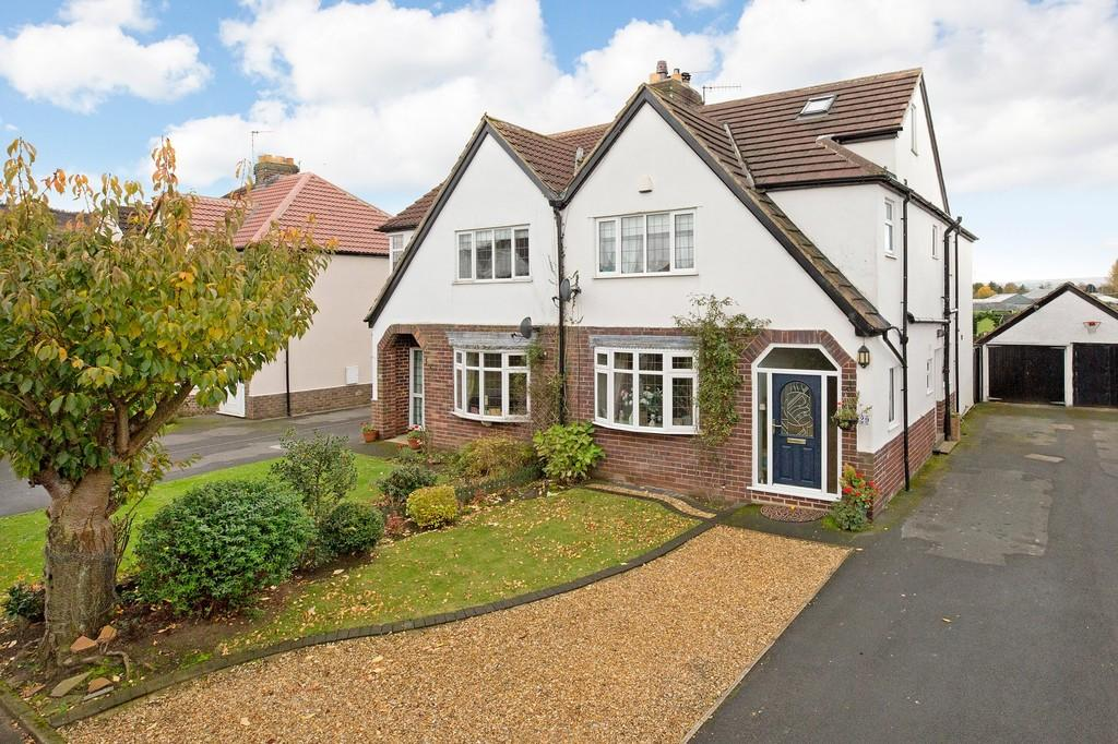 4 Bedrooms Semi Detached House for sale in Moor Drive, Otley