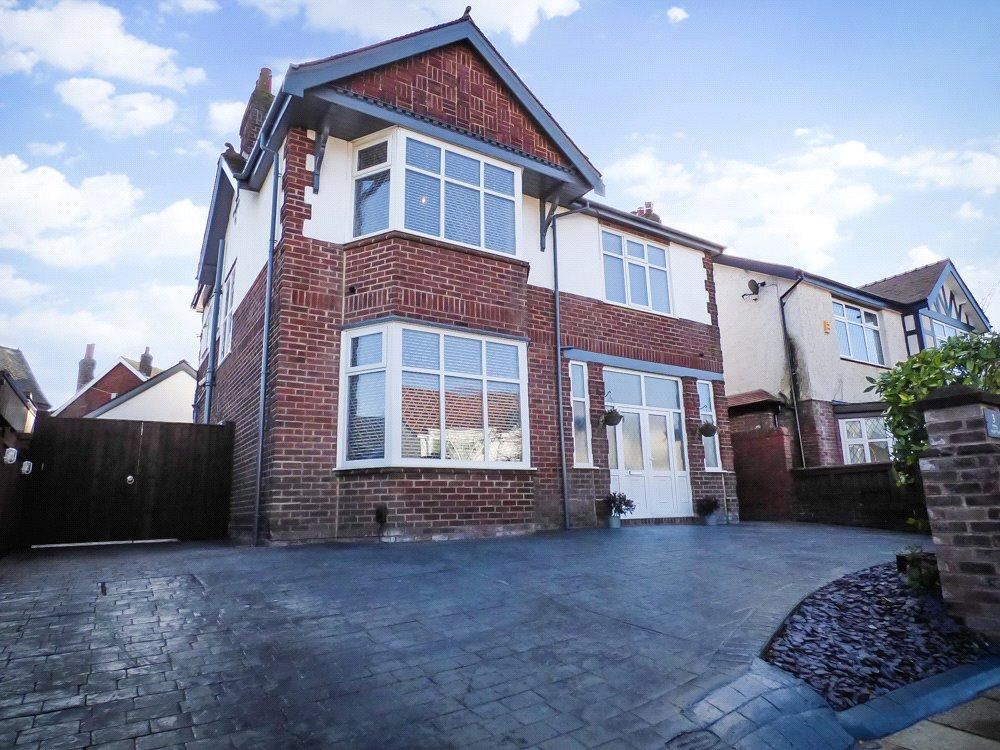 4 Bedrooms Detached House for sale in Parkway, Stanley Park, Blackpool