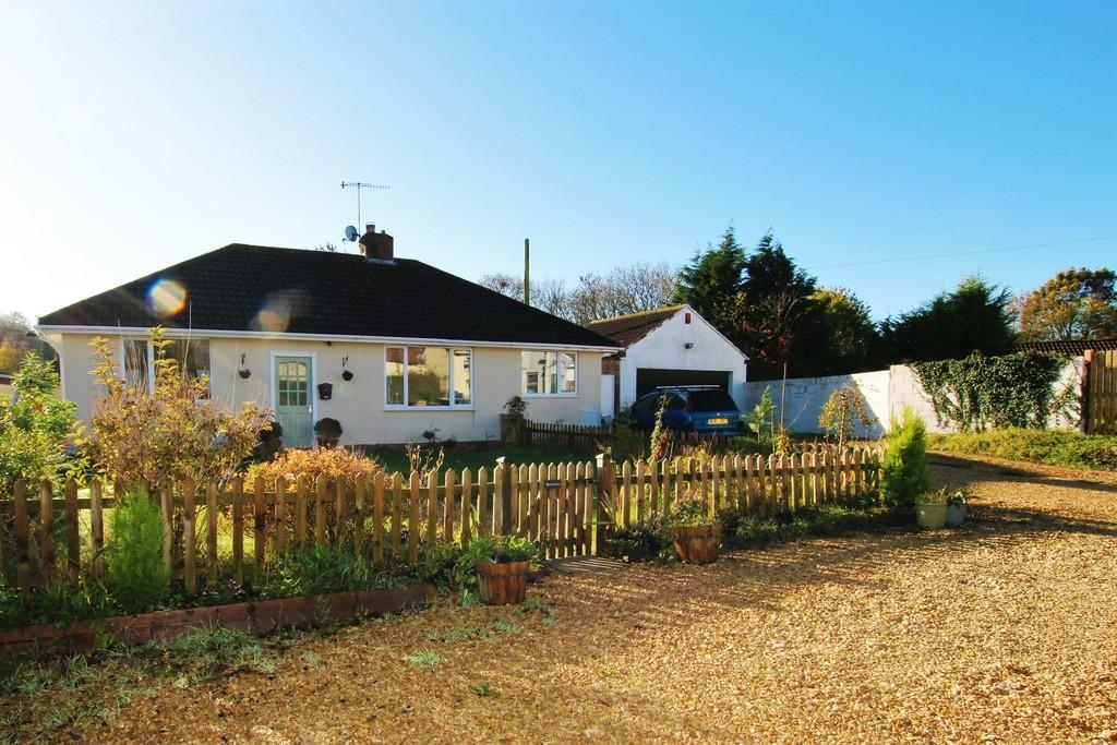 4 Bedrooms Detached Bungalow for sale in Sandford stunner!