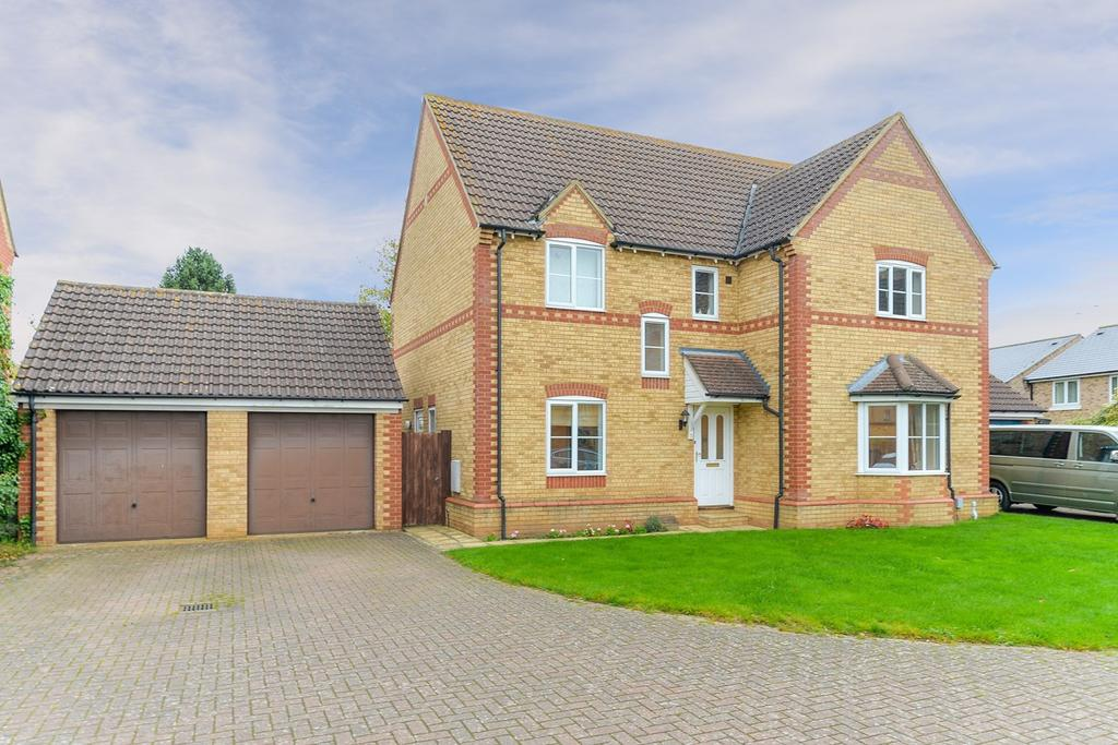 4 Bedrooms Detached House for sale in Century Close, Flitwick, MK45