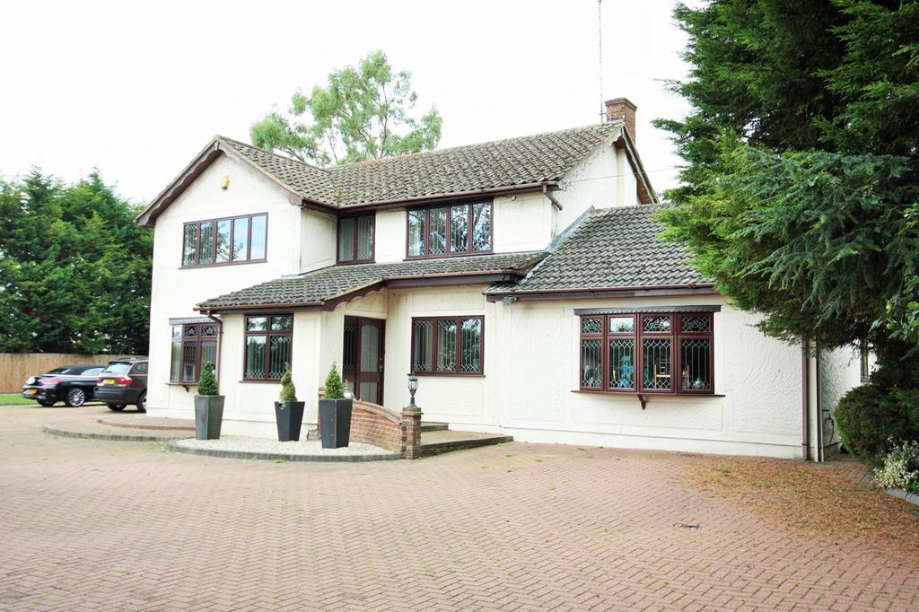 4 Bedrooms Detached House for sale in Hawkswood Road, Downham, Billericay, CM11