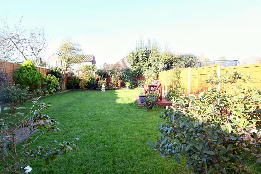 4 Bedrooms Semi Detached House for sale in Brian Close, Chelmsford, CM2 9DZ