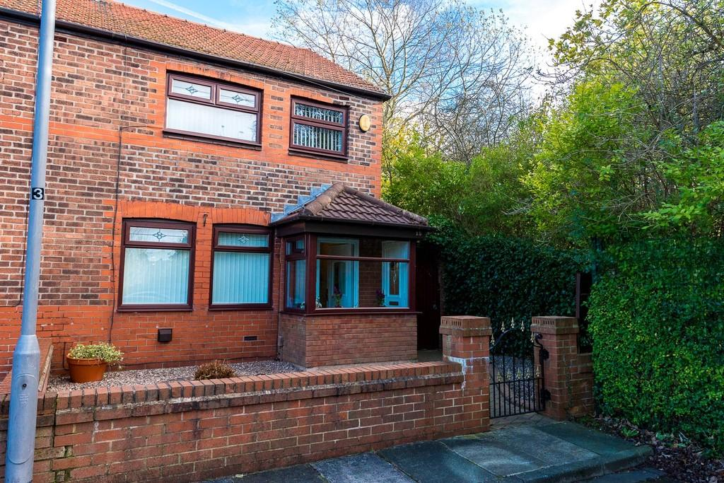 3 Bedrooms Semi Detached House for sale in Clovelly Avenue, Sutton Leach, St. Helens