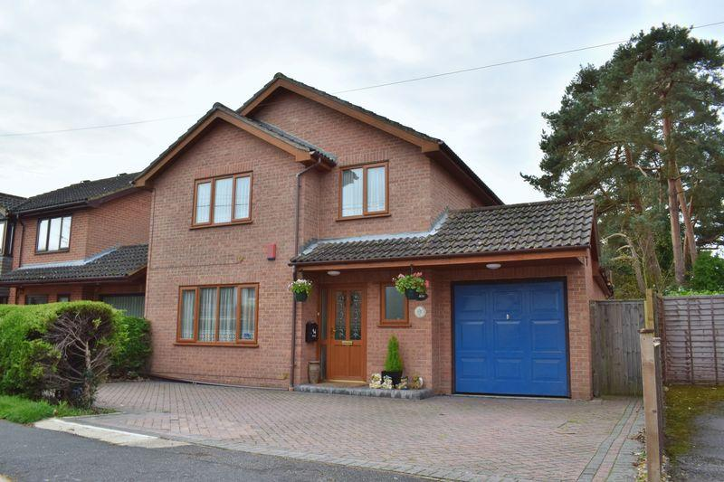 4 Bedrooms Detached House for sale in Whinfield Road, Southampton