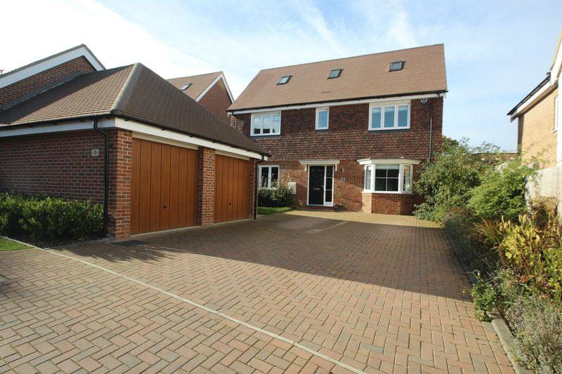 5 Bedrooms Detached House for sale in Taylor Close, Tonbridge