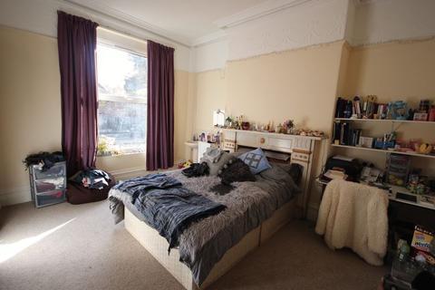 8 bedroom house to rent - Regent Park Avenue, Hyde Park
