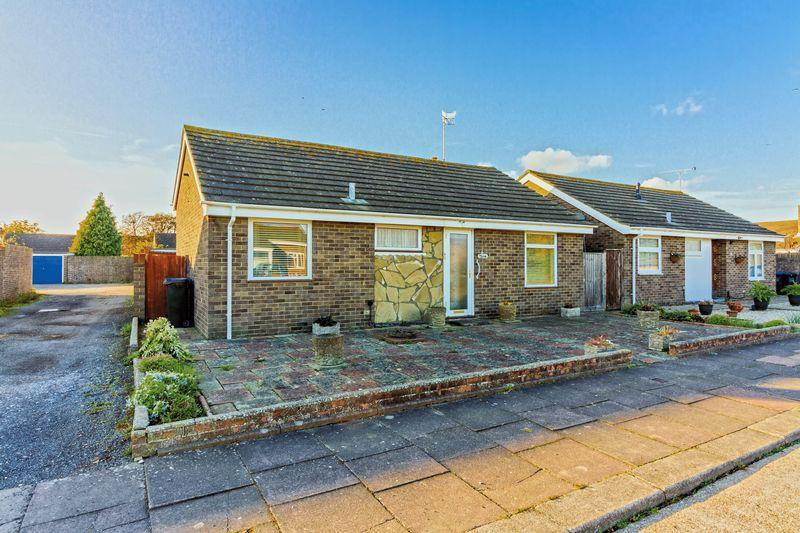 3 Bedrooms Bungalow for sale in Chilgrove Close, Goring-by-Sea
