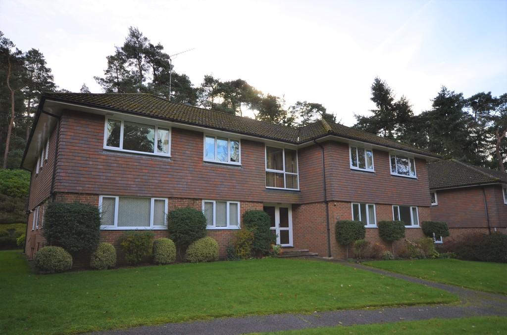 3 Bedrooms Flat for sale in Latchwood Lane, Lower Bourne