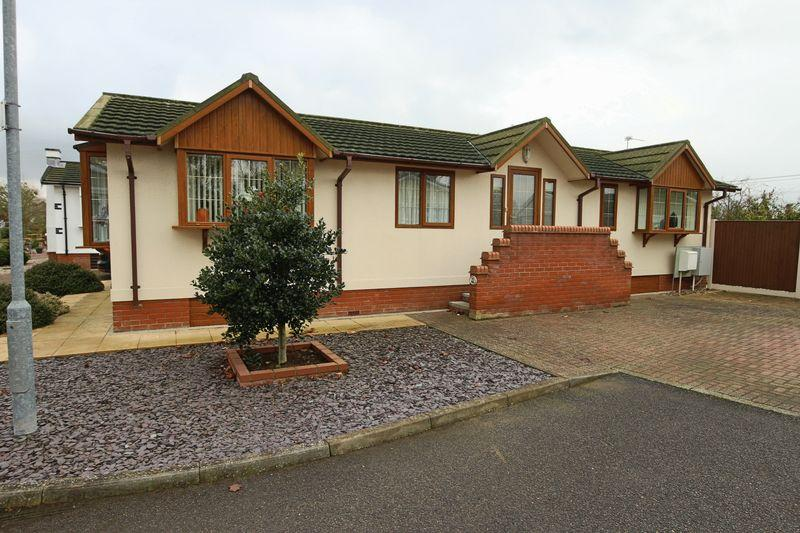2 Bedrooms Park Home Mobile Home for sale in Highgrove Close, Lowestoft