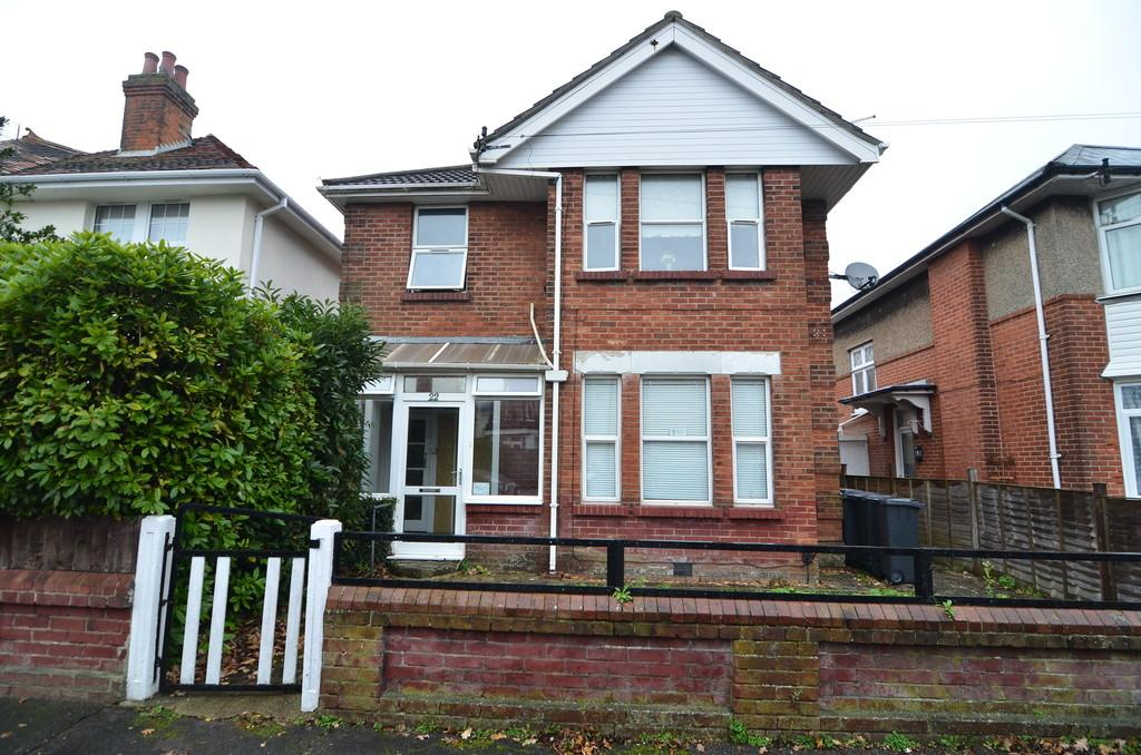 2 Bedrooms Flat for sale in Truscott Avenue, Bournemouth