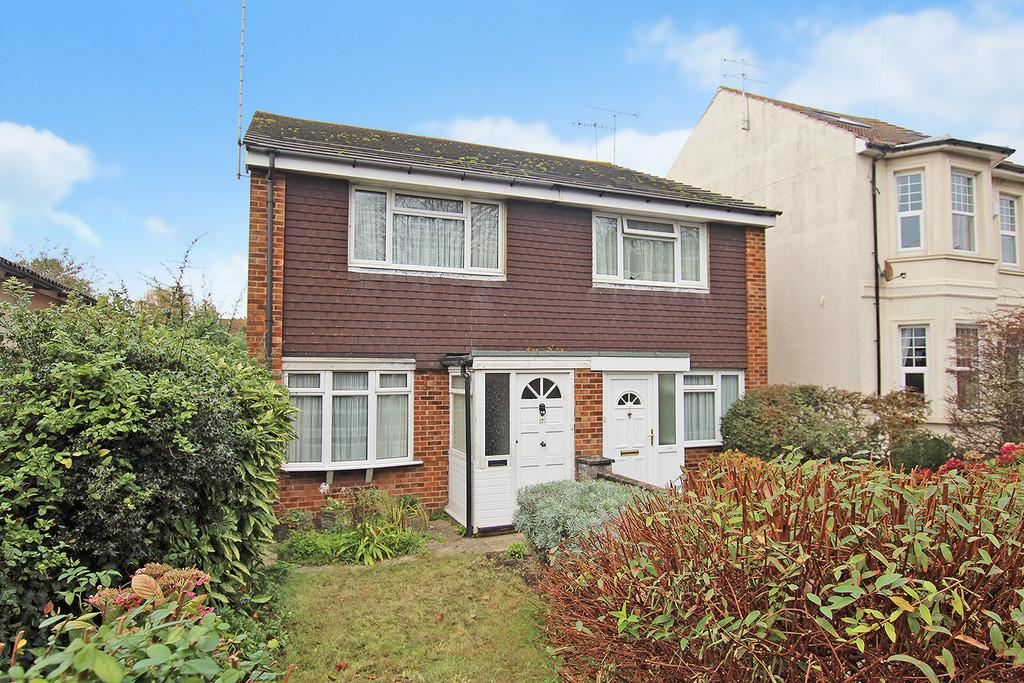 2 Bedrooms Semi Detached House for sale in Lyndhurst Road, Worthing, BN11 2DL