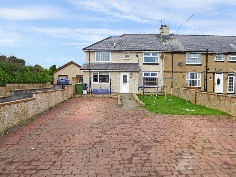 4 Bedrooms End Of Terrace House for sale in Gaerwen