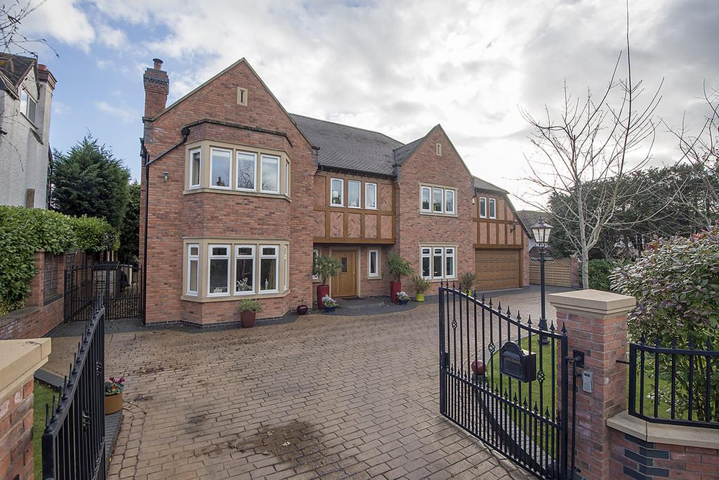 7 Bedrooms Detached House for sale in Whitefields Road, Solihull