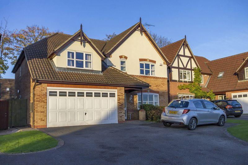 4 Bedrooms Detached House for sale in SPINNEYBROOK WAY, MICKLEOVER