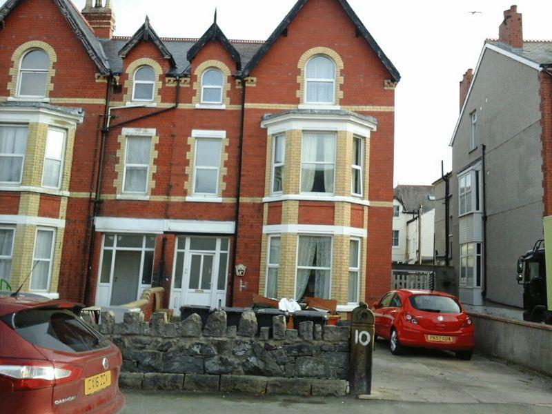 2 Bedrooms Semi Detached House for sale in Colwyn Bay, Conwy. For Sale By Auction Subject to Auction Terms Conditions