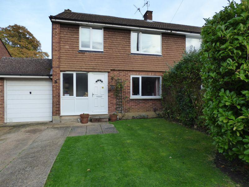 4 Bedrooms Semi Detached House for sale in Bookham