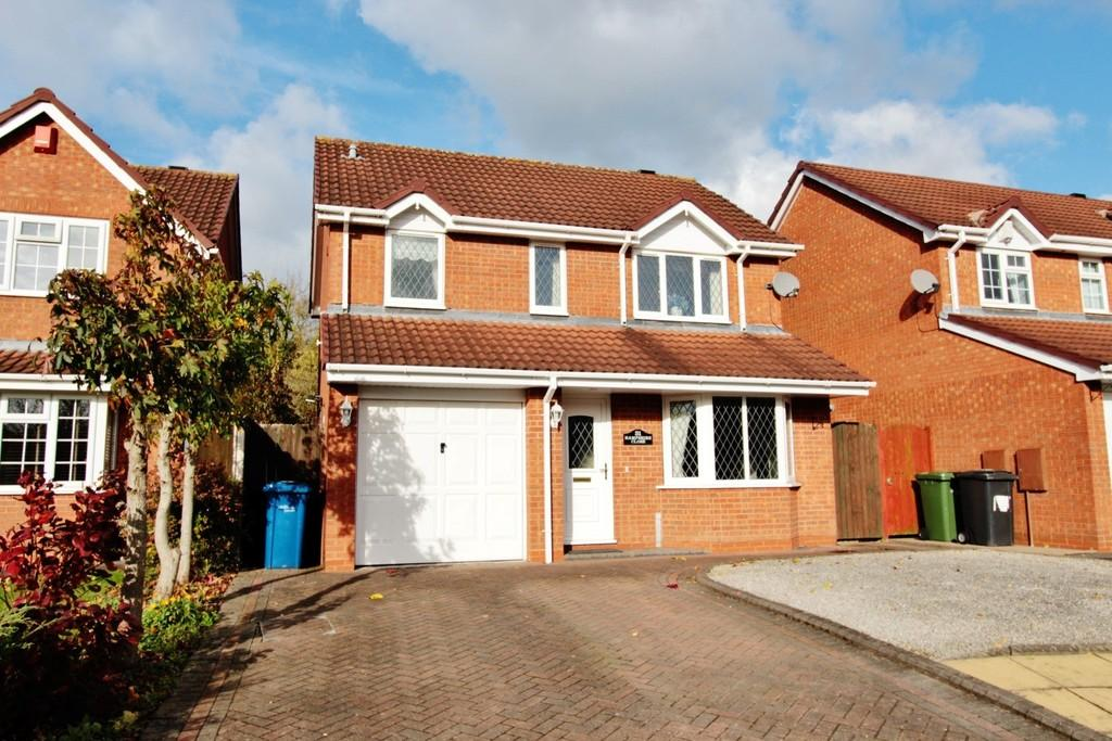 3 Bedrooms Detached House for sale in Hampshire Close, Fazeley, B78 3XU