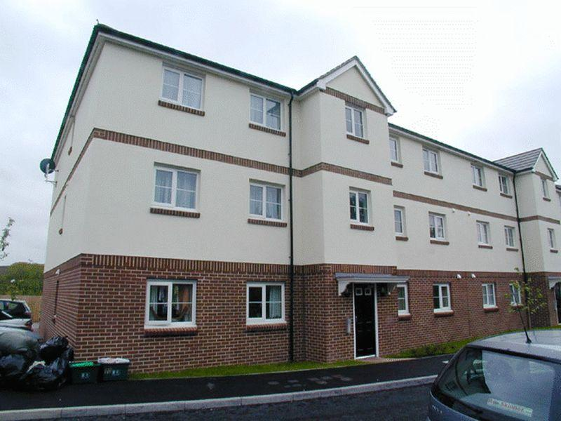 2 Bedrooms Apartment Flat for sale in Buckland Close, Bideford