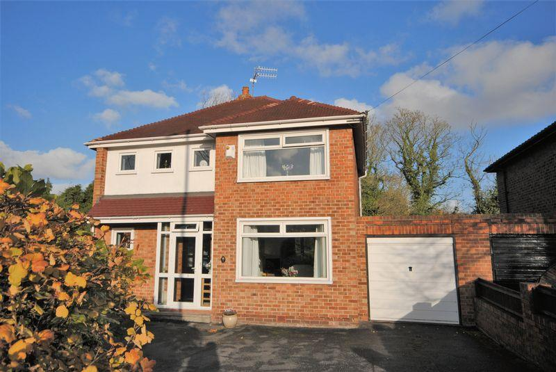 3 Bedrooms Detached House for sale in Manor Drive, Upton