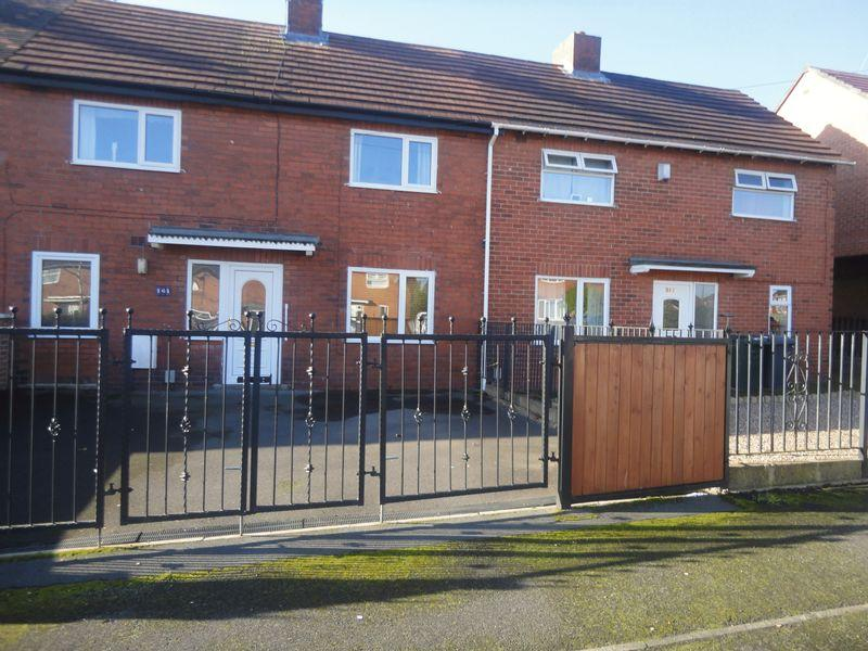 3 Bedrooms Terraced House for sale in Eastway, Mirfield