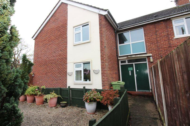 2 Bedrooms Apartment Flat for sale in Peckforton Way, Upton
