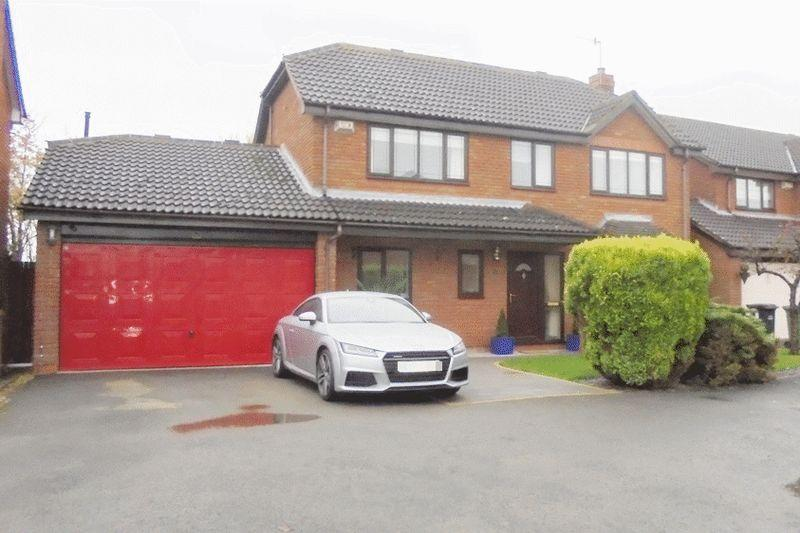 4 Bedrooms Detached House for sale in Robinia Close, Evesham