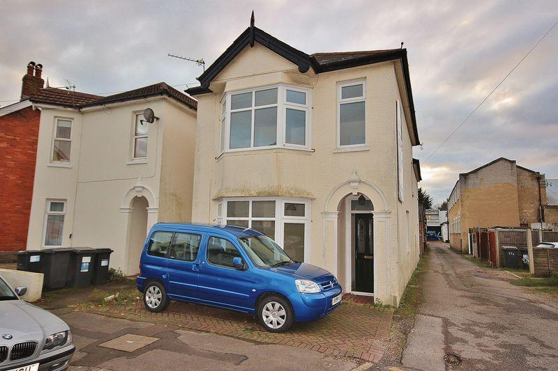 3 Bedrooms Detached House for sale in Connaught Road, Pokesdown, Bournemouth