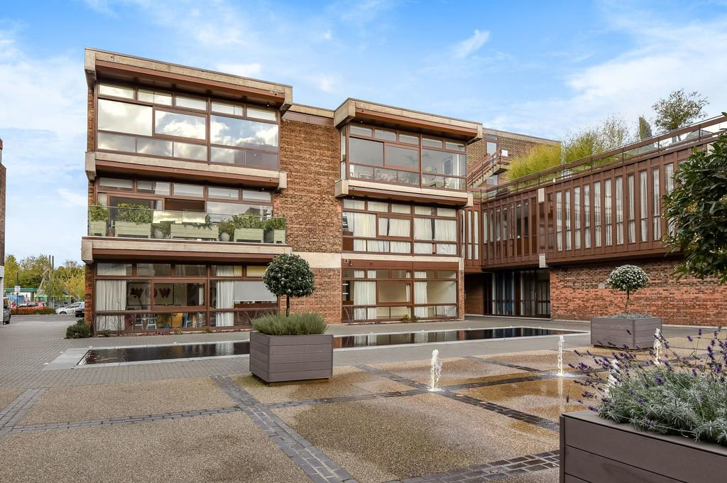 2 Bedrooms Apartment Flat for sale in Cabanel Place, London, SE11