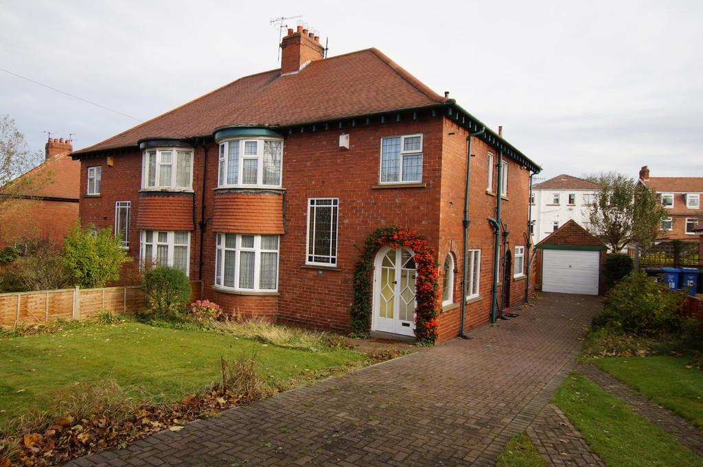 4 Bedrooms Semi Detached House for sale in Northstead Manor Drive, Scarborough