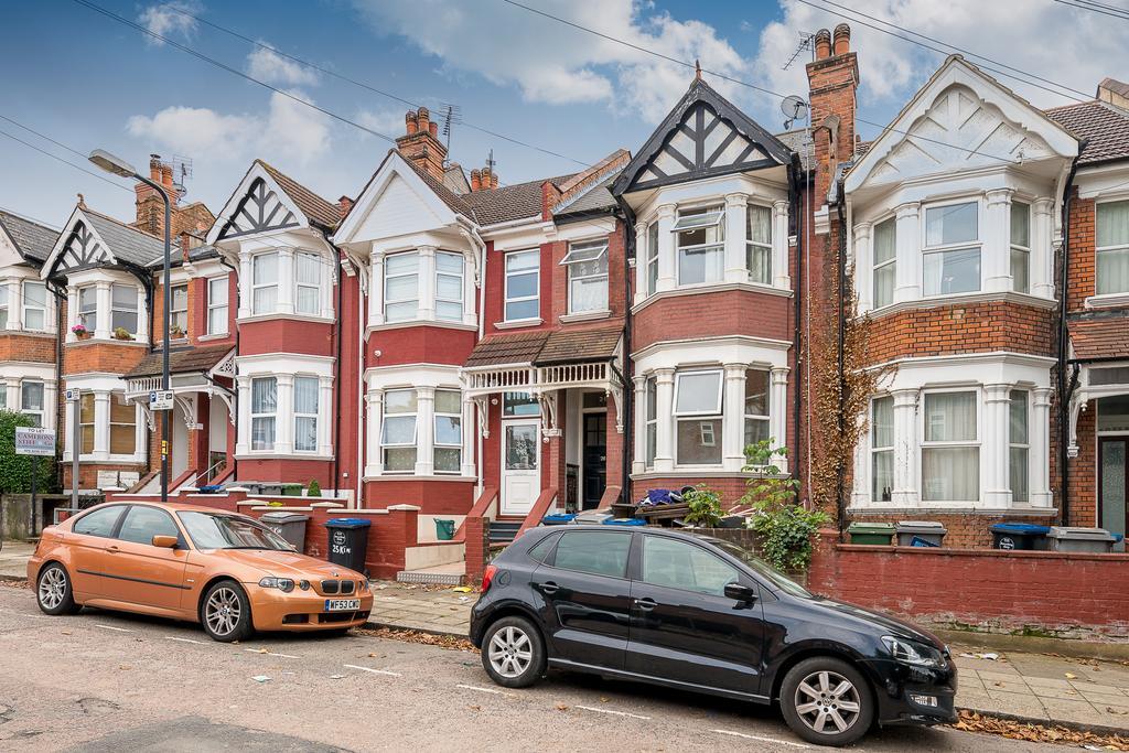 2 Bedrooms Flat for sale in Kings Road, Willesden
