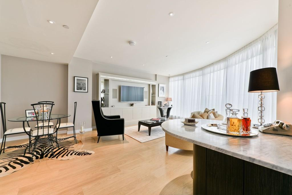 2 Bedrooms Apartment Flat for sale in Charrington Tower, Canary Wharf, E14