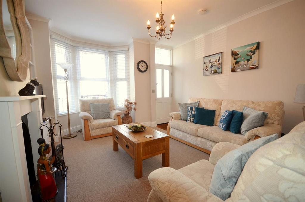 3 Bedrooms Terraced House for sale in Lynton Grove, Baffins, Portsmouth