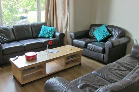 8 bedroom terraced house to rent - Ash Grove, Hyde Park, LS6 1AX
