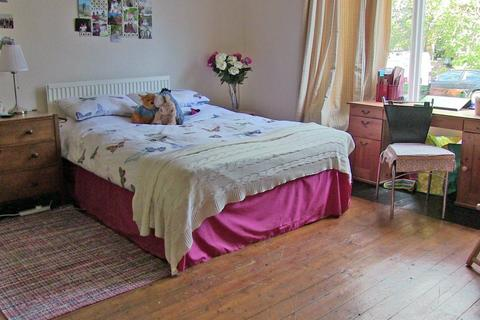 9 bedroom terraced house to rent - Ash Grove, Hyde Park, LS6 1AY