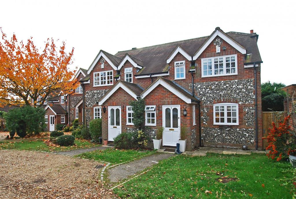 2 Bedrooms House for sale in Paddocks End, Seer Green, HP9