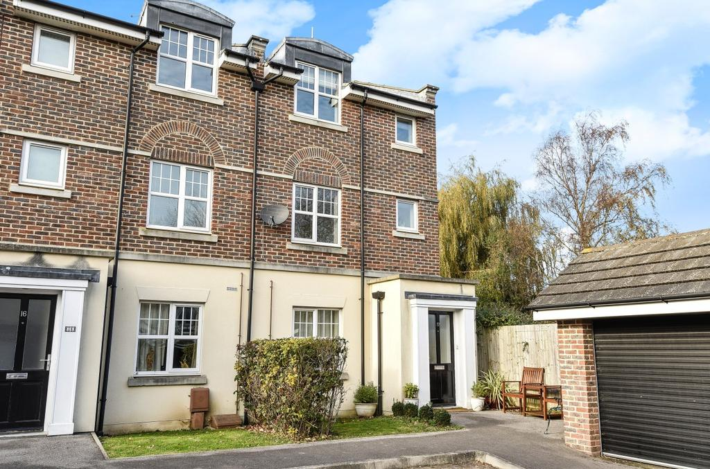 2 Bedrooms Flat for sale in Quinton Fields, Emsworth, PO10