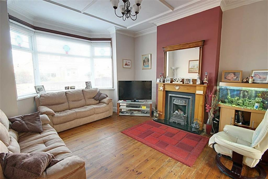 3 Bedrooms Semi Detached House for sale in St Peters Avenue, South Shields, Tyne And Wear