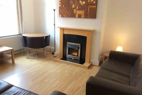 4 bedroom terraced house to rent - Glebe Avenue, Kirkstall, Leeds, LS5 3HN