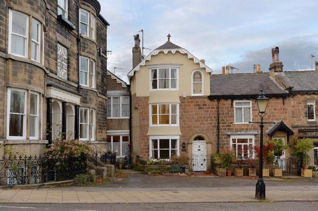 4 Bedrooms Town House for rent in Cornwall Road, Harrogate