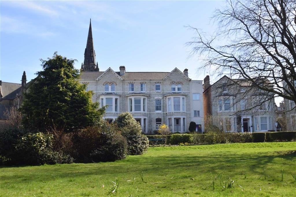 2 Bedrooms Flat for sale in Grosvenor Crescent, Scarborough, YO11