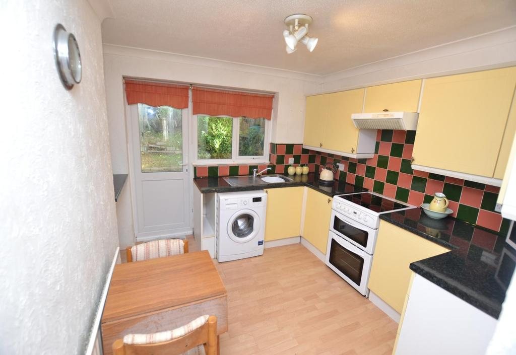 2 Bedrooms Semi Detached Bungalow for sale in Stansted Close, Billericay, Essex, CM11