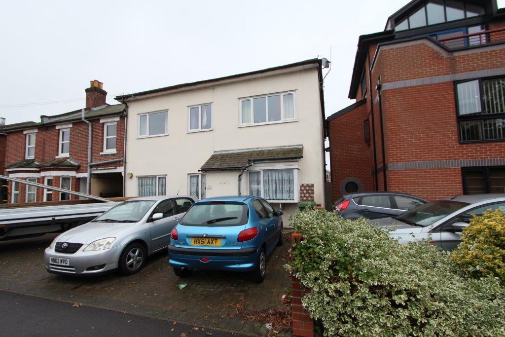 2 Bedrooms Maisonette Flat for sale in Millbrook Road East, Southampton SO15