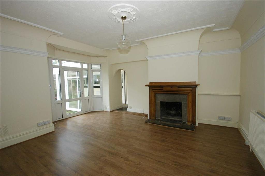 3 Bedrooms Flat for rent in Wood Lane, Chapel Allerton, LS7